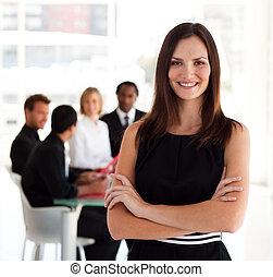 handlowy, uśmiechanie się, aparat fotograficzny, kobieta, szczęśliwy