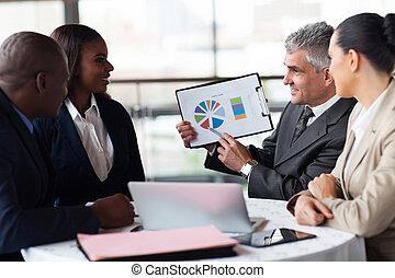 handlowy, wykres, pokaz, drużyna, biznesmen, senior