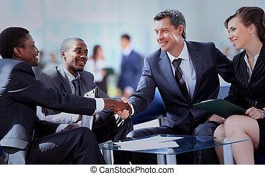 handlowy zaludniają, siła robocza, potrząsanie, do góry, ostatni, spotkanie