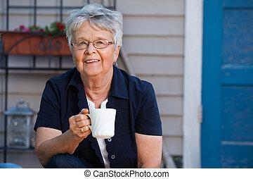 herbata, starsza kobieta, posiadanie