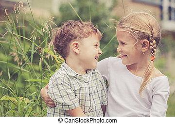 interpretacja, szczęśliwy, dzieci, park, dwa