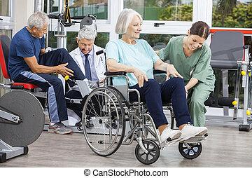 istota, ludzie, wsparty, physiotherapists, rehab, senior, środek