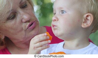 jedzenie, jej, morela, babcia, wnuk, outdoors
