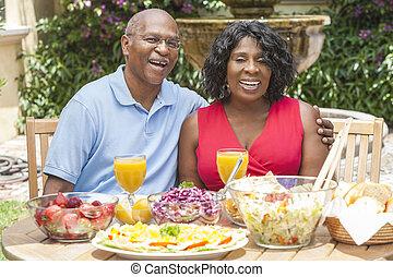 jedzenie, zdrowy, para zewnątrz, amerykanka, afrykanin, senior