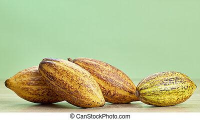 kakao, drewniany stół