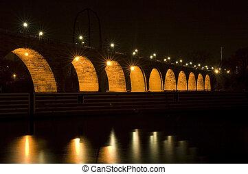 kamień figlarny, pod, światła, most