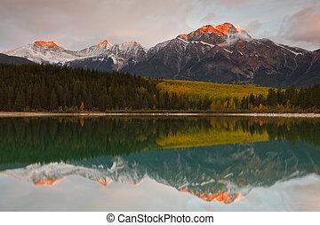 kanada, piramida, patricia, góra, jezioro