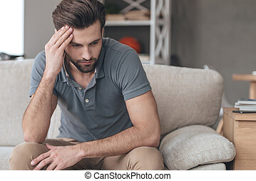 keeping, jego, posiedzenie, depressed., młody, leżanka, czoło, znowu, rozpaczliwy, czuły, dom, ręka, człowiek