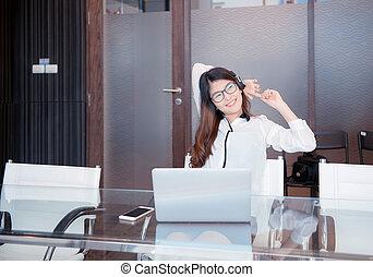 kobieta, biuro, handlowy, laptop, asian, używając