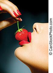 kobieta, czuciowy, sexy, strawberry., usteczka, jedzenie, czerwony