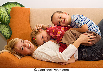kobieta, dzieciaki, być w domu, zabawa, posiadanie, szczęśliwy