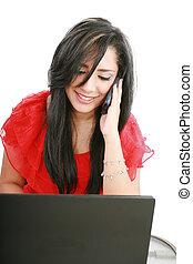 kobieta handlowa, ruchomy, młody, rozmawianie, portret, telefon, biuro, uśmiechanie się, używający laptop, znowu