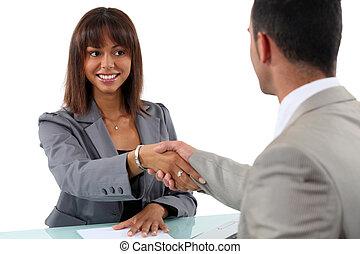 kobieta interesu, człowiek, potrząsające ręki