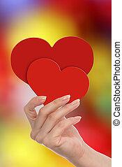 kobieta, jej, wręczać dzierżawę, serca, czerwony