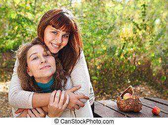kobieta, młoda córka, uśmiechanie się, naście, jej