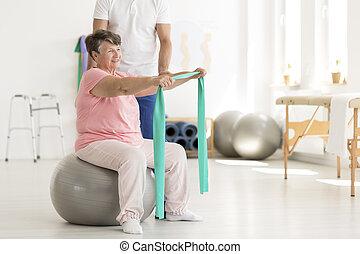 kobieta, piłka, starszy, posiedzenie