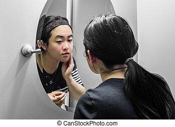 kobieta przeglądnięcie, lustro