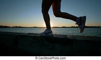 kobieta, sportowy, młody, wyścigi, sneakers, blisko wody