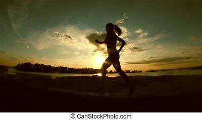 kobieta, sylwetka, park, młody, wyścigi, pociągający, powolny-ruch, zachód słońca