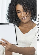 kobieta, tabliczka, amerykanka, komputer, afrykanin, używając