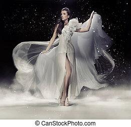 kobieta taniec, brunetka, biały strój, czuciowy