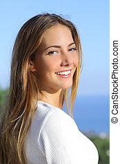 kobieta, uśmiech, doskonały, portret, piękny, biały