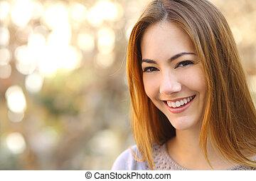 kobieta, uśmiech, szczęśliwy, doskonały, portret, piękny, biały