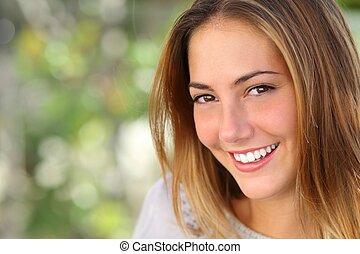 kobieta, uśmiech, wybielić, doskonały, piękny