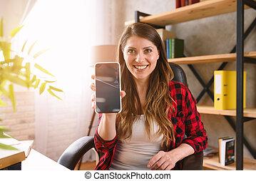 kobieta, widać, smartphone, coś, szczęśliwy, jej, nowoczesny