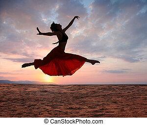 kobieta, zachód słońca, skokowy