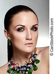 kobieta, zielony, kaukaski, włosy, makijaż, brunetka, fason, przepych, czysty, dodatkowy, młody, zdrowy, closeup, piękny, portret, look., skóra, doskonały, jewelery, wysoki, sexy, wzór, jasny
