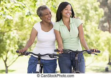kobiety, uśmiechanie się, rowery, dwa, outdoors