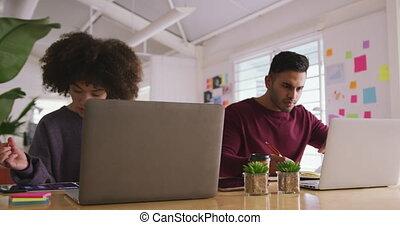 koledzy, biuro, twórczy, dwa, pracujący