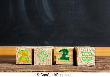 kostki, stół, =, chalkboard., 2, +, cyfry, drewniany, tło, przeciw