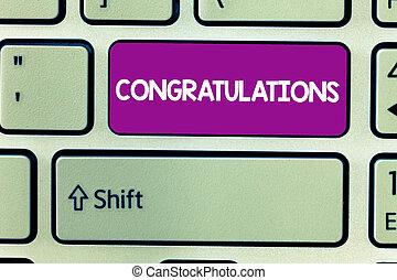 ktoś, wyrażając, tekst, pokaz, znak, dobry, życzenia, chwalić, fotografia, konceptualny, congratulations., osiągnięcie