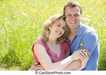 kwiat, posiedzenie, para, dzierżawa, outdoors, uśmiechanie się