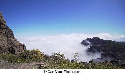 lapse., daszek, chmury, piękny, górski krajobraz, pokryty, czas, nad, dolina, chmury