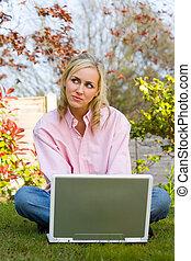 laptop, kobieta, dom, jej, zamyślony, komputer, używając, ogród, dziewczyna, młody