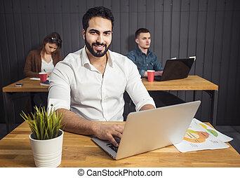 laptop, przed, człowiek, drużyna