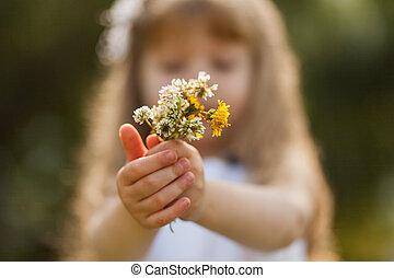 lato, dziewczyna, słonecznikowe pole