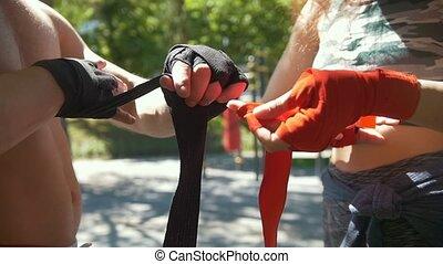 lato, kobieta, sportowy, trening, opakowanie, bandaże, park, powolny-ruch, siła robocza, kaukaski, człowiek