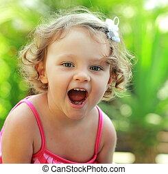 lato, na wolnym powietrzu, otworzony, radość, tło., usta, niemowlę, closeup, dziewczyna, szczęśliwy