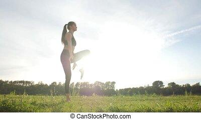 lifestyle., młody, zdrowie, posiedzenie, zdrowy, sunset., park, rozciąganie, pojęcie, samica, atleta, wykonując