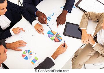 ludzie handlowe, posiadanie, grupa, spotkanie