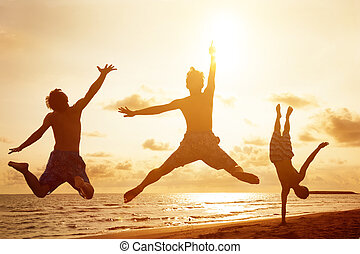ludzie, młody, skokowy, zachód słońca, tło, plaża