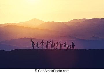 ludzie, szczęśliwy, zachód słońca, grupa