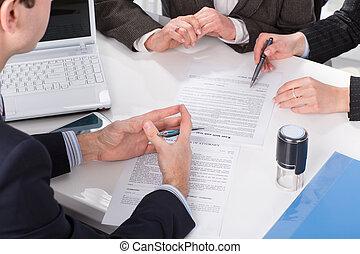 ludzie, znacząc, dokumenty, trzy, siła robocza