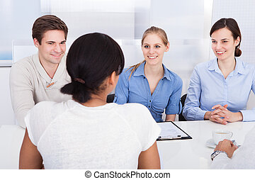 mówiąc, businesspeople, biuro, szczęśliwy