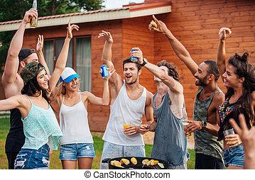młody, radosny, outdoors, zabawa, przyjaciele, posiadanie