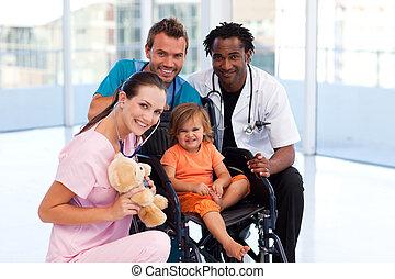 mały, drużyna, uśmiechanie się, aparat fotograficzny, pacjent, medyczny